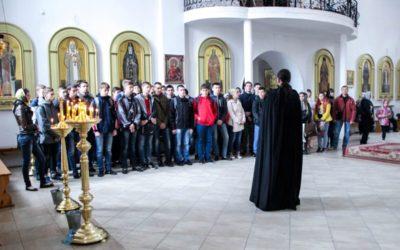 Молодёжь на праздничной литургии