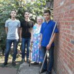 Волонтеры ААТТ дарят пожилым людям заботу, внимание и общение