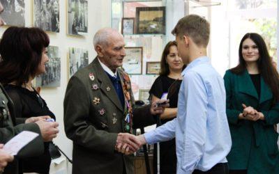 Юные армавирцы получили паспорта из рук освободителя Армавира в годы ВОВ