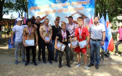 В Армавире прошли соревнования по воркауту в честь Дня России
