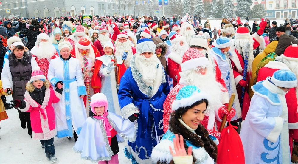 Шествие Дедов Морозов и Снегурочек