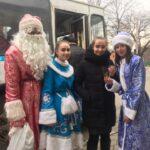 Армавирская молодёжь поздравила горожан в троллейбусах
