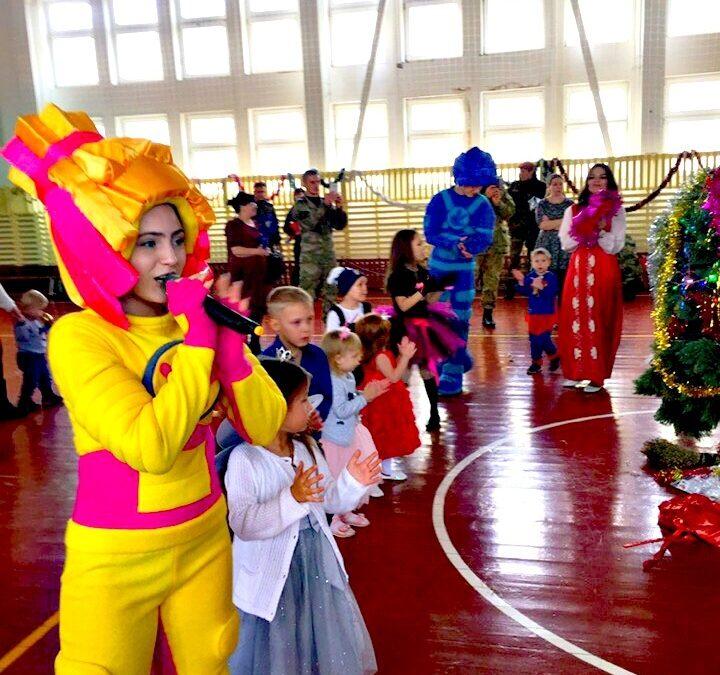 Армавирская молодёжь поздравила детей военнослужащих