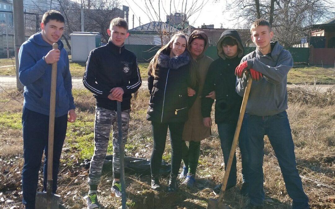 «Юные жуковцы» помогли ветеранам