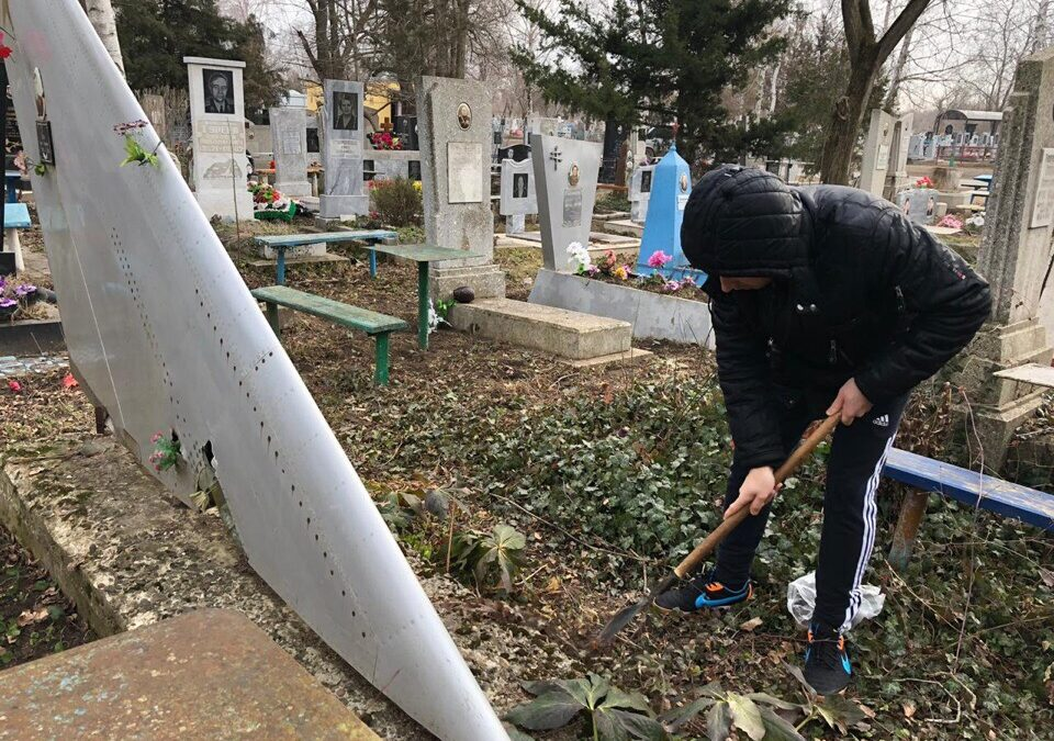 Молодёжь навела порядок на могилах воинов-интернационалистов