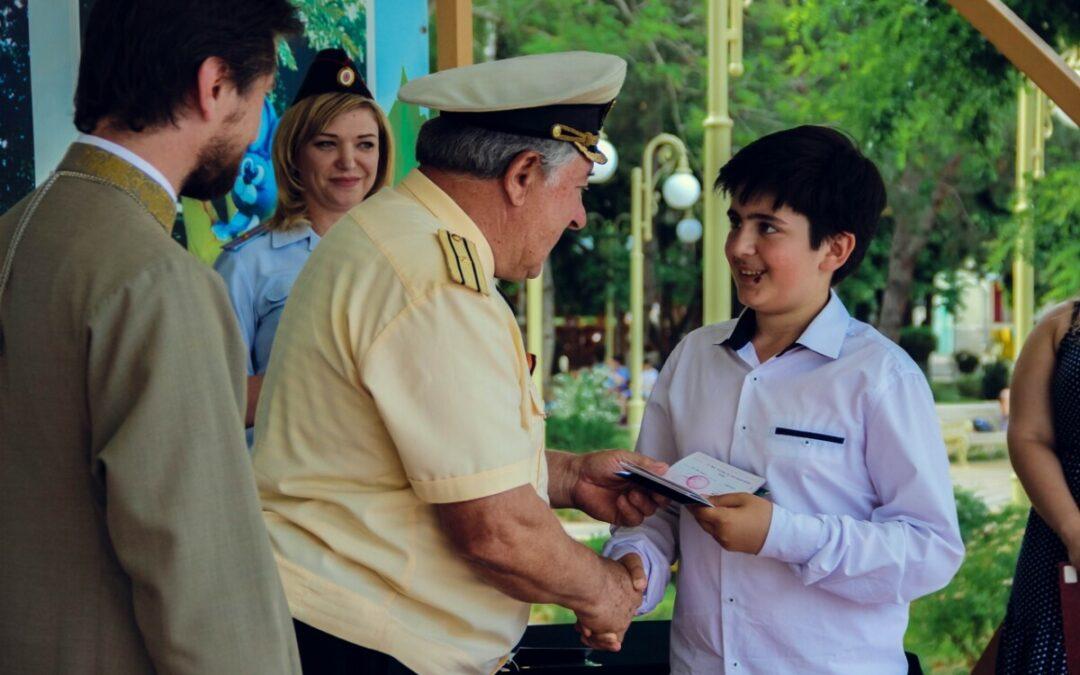 Армавирцы получили паспорта в торжественной обстановке