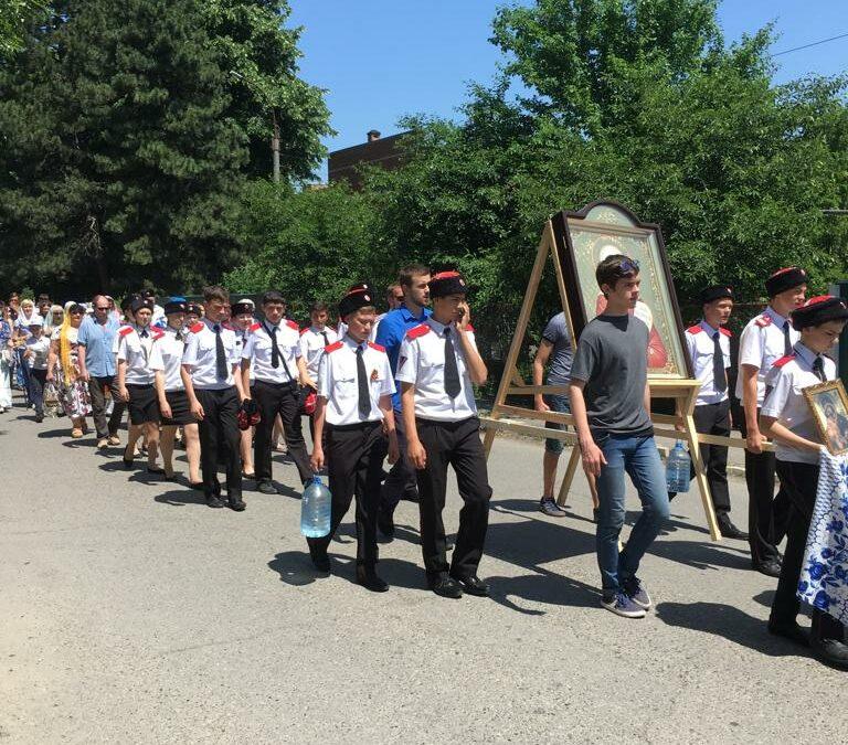 Армавирская молодёжь прошла в Крестном ходе